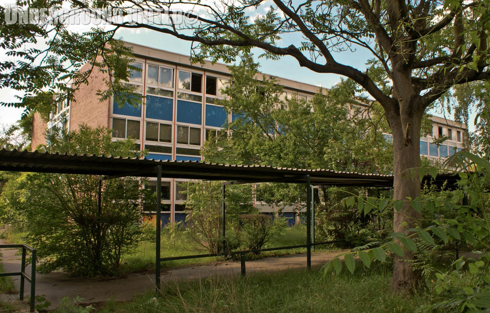 rentreescolaire college lieuxabandonnes urbex explorationurbaine radar allurbanmakers undergroundunited 40825o - De la maternelle à la fac, découvrez les plus belles écoles abandonnées !