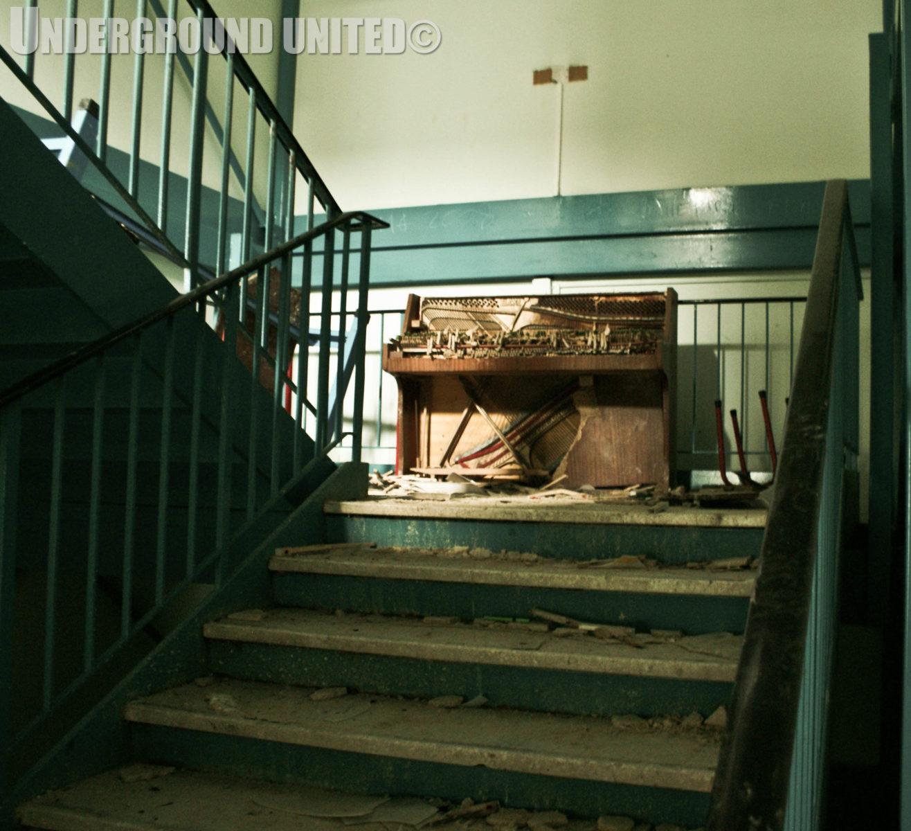 rentreescolaire college lieuxabandonnes urbex explorationurbaine radar allurbanmakers undergroundunited 91482o - De la maternelle à la fac, découvrez les plus belles écoles abandonnées !
