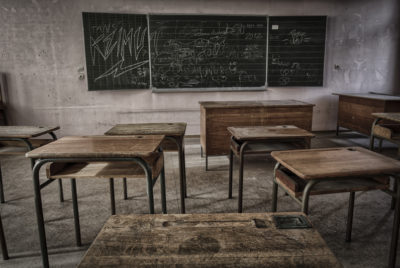 rentreescolaire ecole primaire lieuxabandonnes urbex explorationurbaine radar allurbanmakers momentd1pose  400x268 - De la maternelle à la fac, découvrez les plus belles écoles abandonnées !