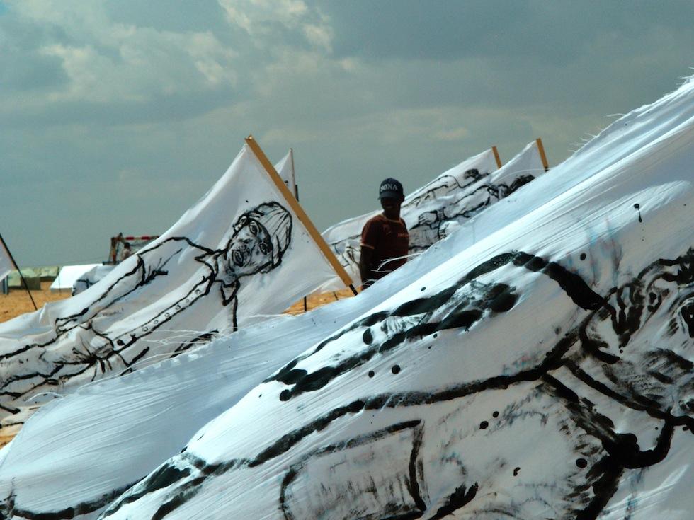 zooproject hommage bilalberreni streetart ulule radar refugie libye drapeau choucha graffiti. - Coup de pouce RADAR x Ulule : Hommage à Zoo project