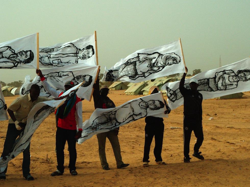 zooproject hommage bilalberreni streetart ulule radar refugie libye drapeau tunisie choucha graffiti homme - Coup de pouce RADAR x Ulule : Hommage à Zoo project