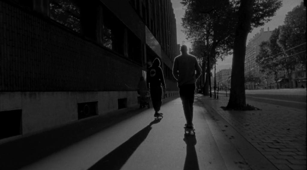 CAPITALE : la marque VANS dégaine le 16 mm pour filmer les meilleurs spots de skate parisiens