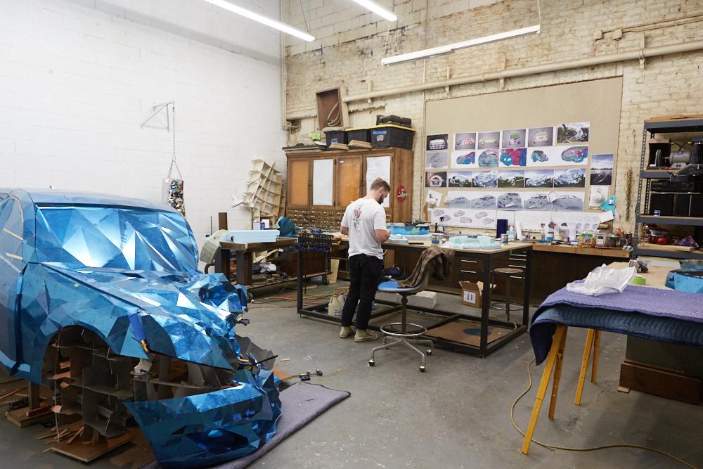 griska atelier wreck sculpture wreck2 - Jordan Griska, le sculpteur à l'univers miroitant