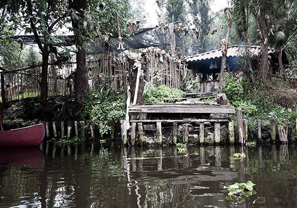 IsladelasMunecas nssr21 lileauxpoupees urbex halloween effrayant peur ponton - L'Île des poupées, l'un des lieux abandonnés les plus effrayants au monde