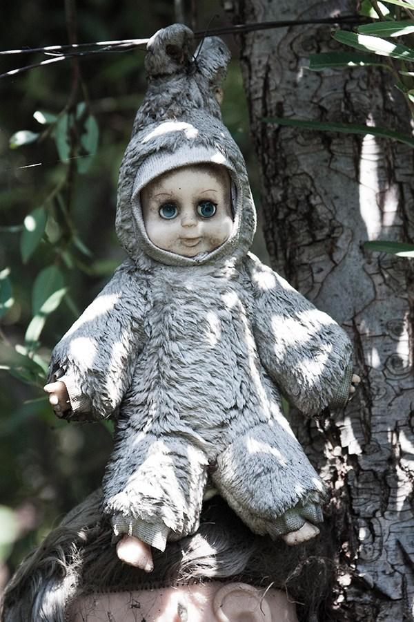 IsladelasMunecas nssr21 lileauxpoupees urbex halloween effrayant poupon lapin - L'Île des poupées, l'un des lieux abandonnés les plus effrayants au monde
