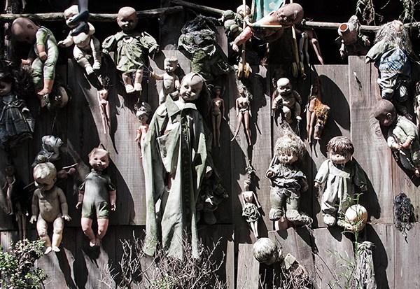 IsladelasMunecas nssr21 lileauxpoupees urbex halloween effrayant poupon pendus - L'Île des poupées, l'un des lieux abandonnés les plus effrayants au monde