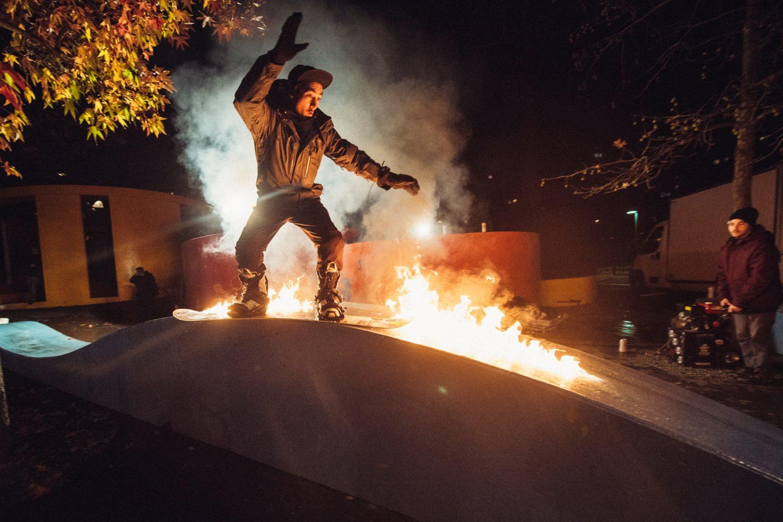 clever school riders collectif paris snowboard feu - Clever School: la bande de riders paie sa soirée au YoYo !