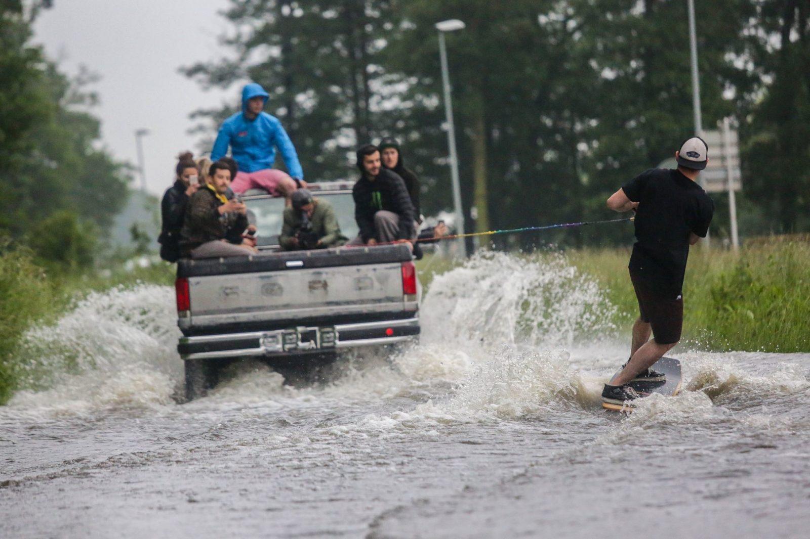 clever school riders collectif paris wakeboard inondation - Clever School: la bande de riders paie sa soirée au YoYo !