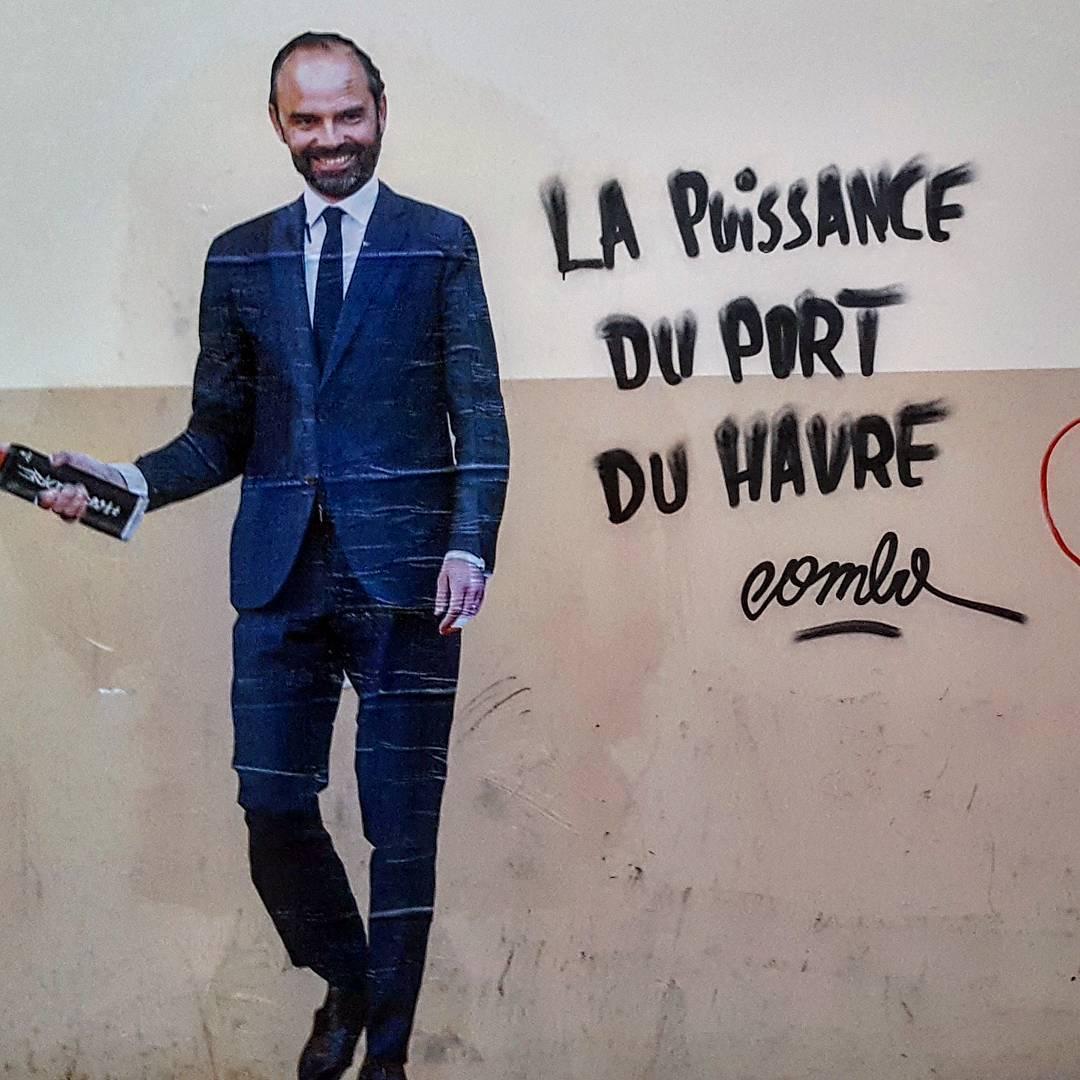 combo arturbain streetart message politique radar paris 192272036964173038646509000548459228430336n - Macron, Trump,... le street artiste Combo affiche les politiques avec ses tags satiriques