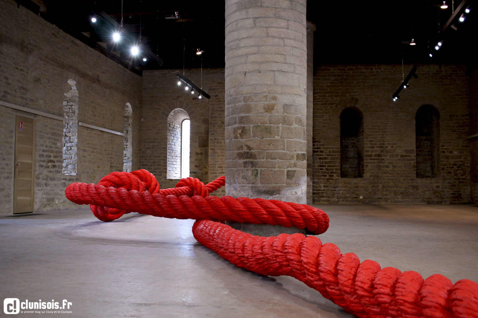 lilian bourgeat filet sculpture installation exposition corde noeuds6 - Lilian Bourgeat, le sculpteur qui voit grand