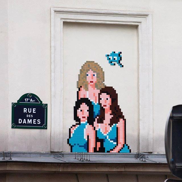 invader pixelart ovni alien mosaique streetart charlie drolesdedames - Invader : le pixel art continue d'envahir les rues !