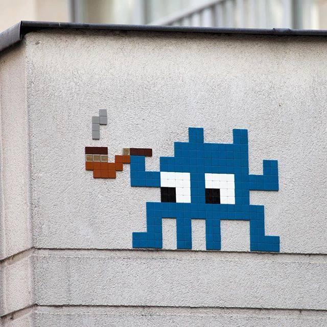 invader pixelart ovni alien mosaique streetart pipe - Invader : l'invasion pixel art continue !