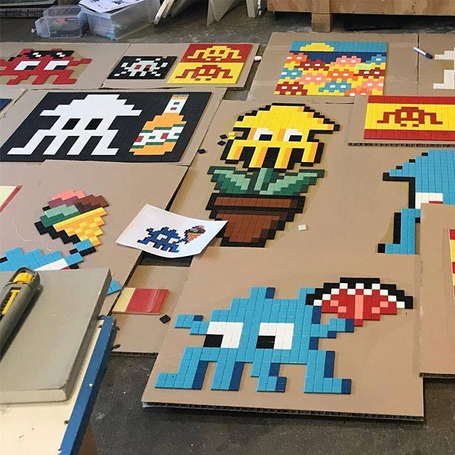 invader pixelart ovni alien mosaique streetart retrogaming mordele - Invader : le pixel art continue d'envahir les rues !
