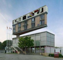Victor Einrich, le photographe qui fait léviter les immeubles et renverse la ville