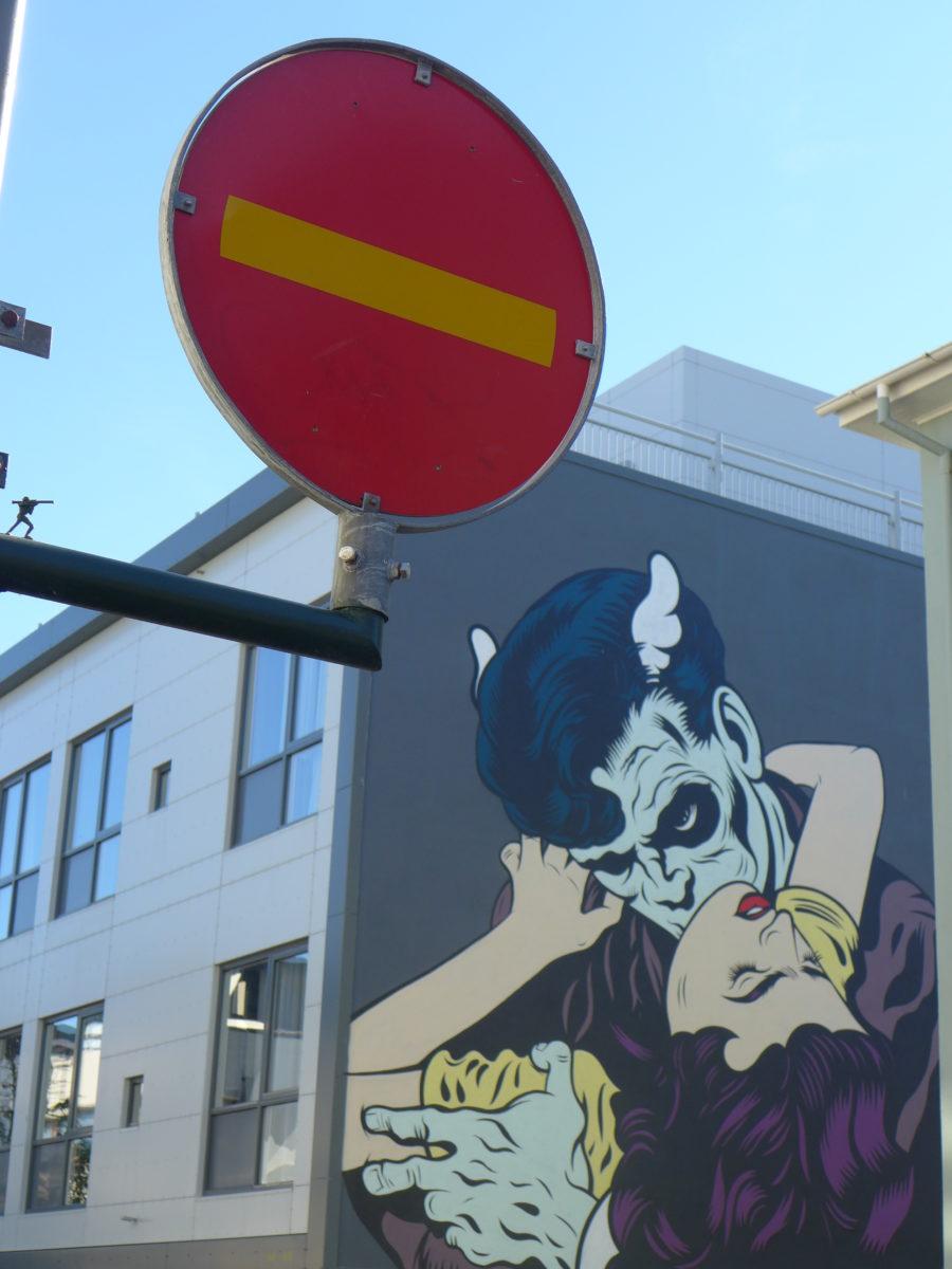dface agent fresco street art islande reykjavik vampire  - Focus sur Reykjavik : la capitale de l'Islande s'ouvre au street art !