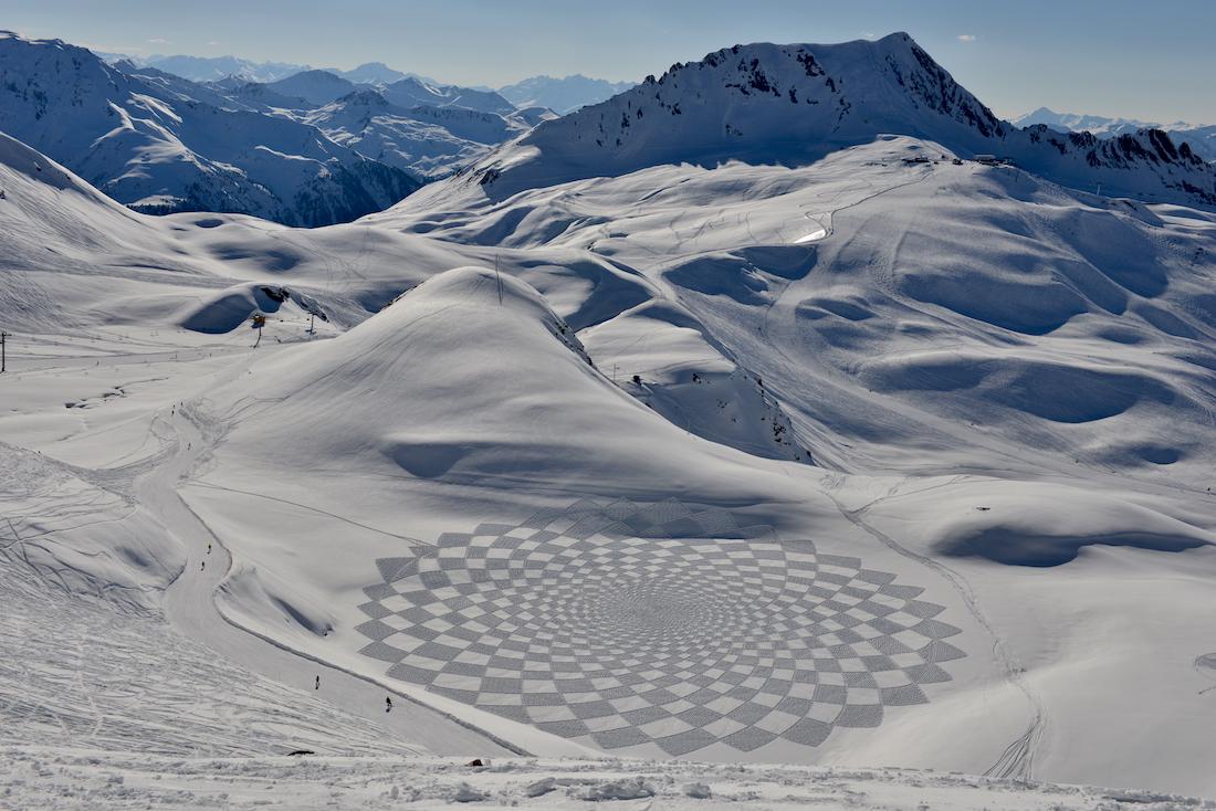 neige hiver creativite RADAR artistes snow art simon beck 9 - À la montagne comme à la ville, ces artistes transforment la neige en véritables œuvres d'art