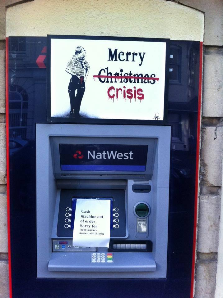 """nme banque noel crise - La """"magie de Noël"""" revue et corrigée par des street artistes"""