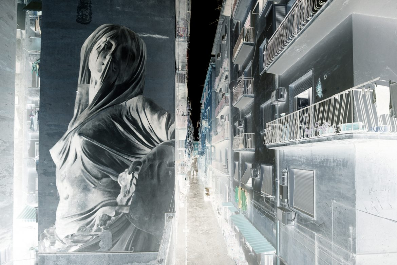 Art Bosoletti murale italie negatif streetart marbre statue - Les peintures murales de Bosoletti se révèlent en négatif
