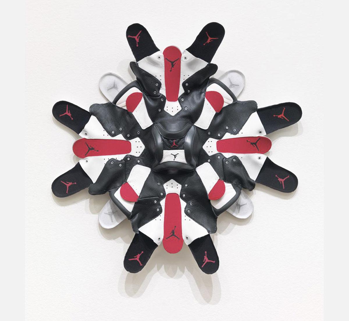 Brian jungen masques sneakers art 1 - Brian Jungen fait de vos sneakers préférées des masques traditionnels