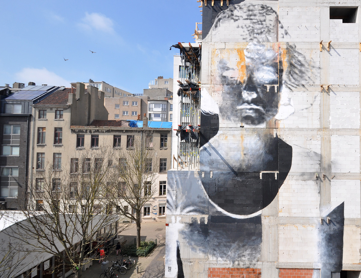 bosoletti murale portrait femme murale streetart peintureJuliiea - Les peintures murales de Bosoletti se révèlent en négatif