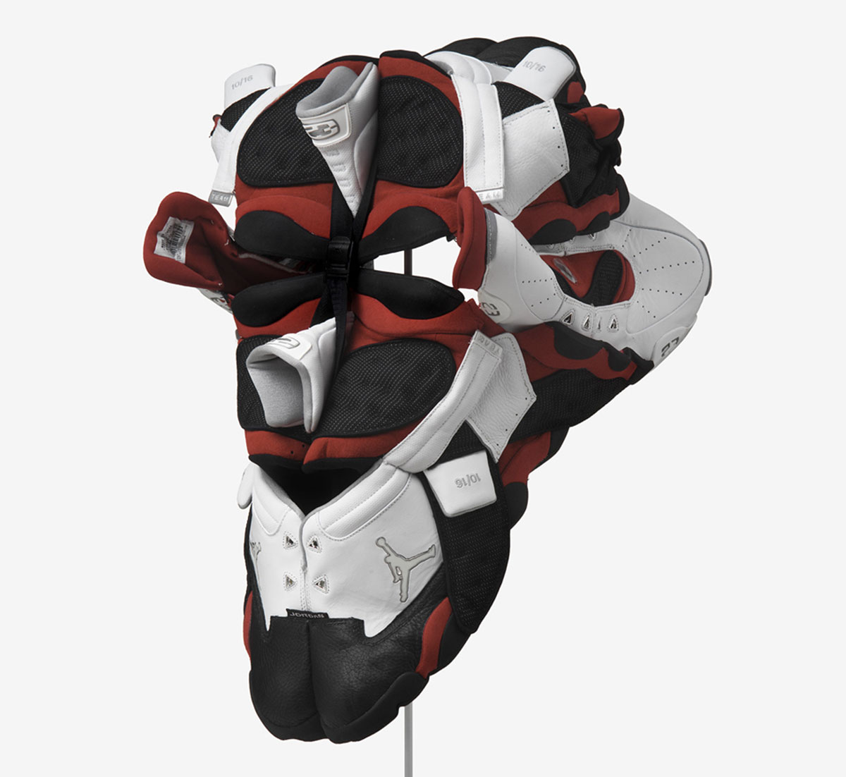 brian jungen air jordan masque 1 - Brian Jungen fait de vos sneakers préférées des masques traditionnels
