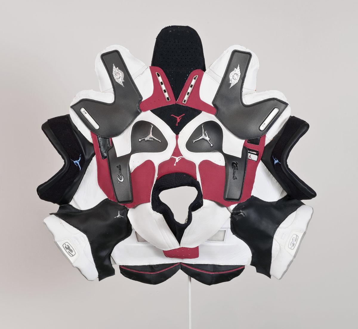 brian jungen masque air jordan - Brian Jungen fait de vos sneakers préférées des masques traditionnels