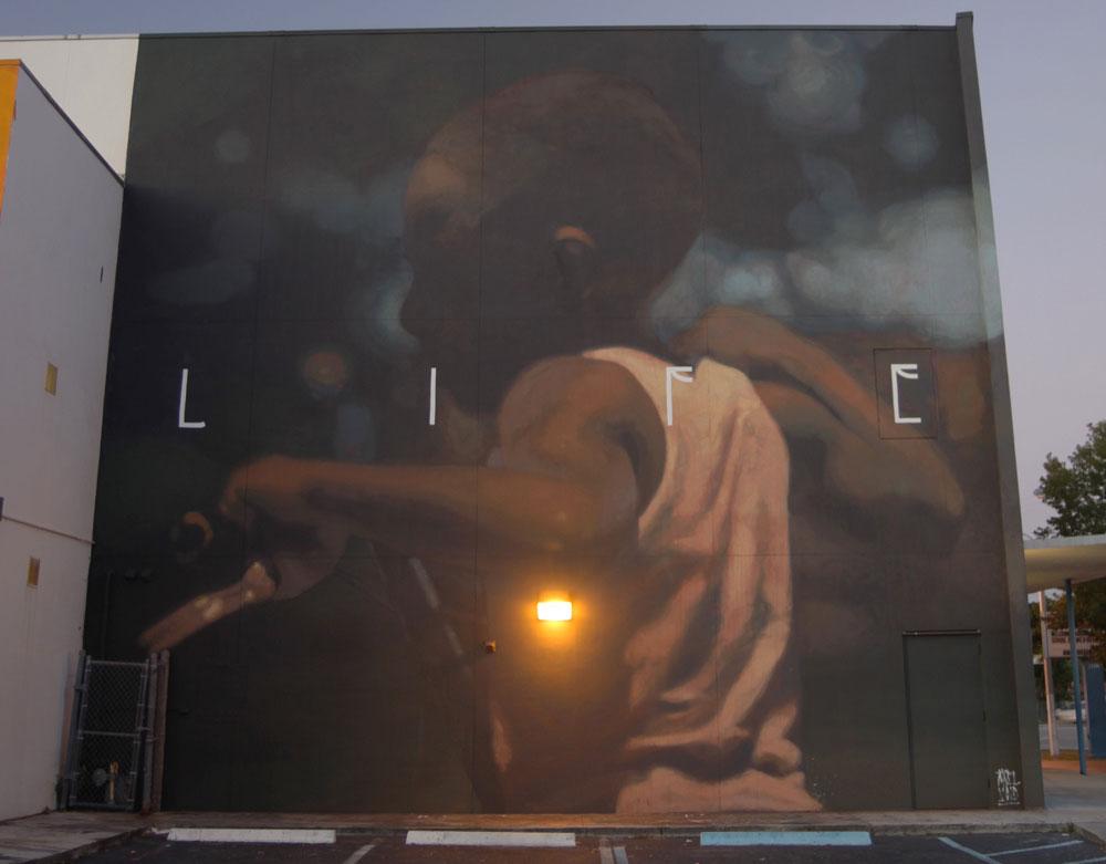 Axel Void street art peinture sombre vie habitant life enfant lumiere espoir - L'artiste Axel Void peint la noirceur et la beauté du quotidien sur les murs