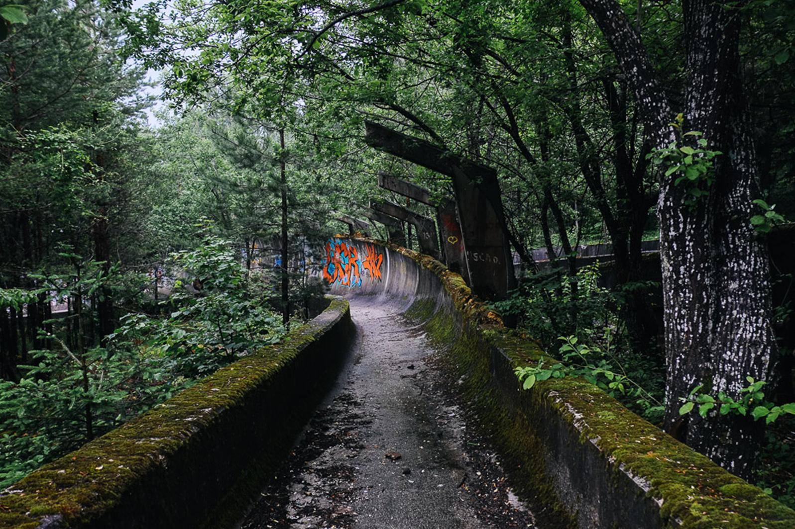 foret jo sarajevo urbex abandon - Berlin, Sarajevo, Athènes : les sites des Jeux Olympiques version urbex