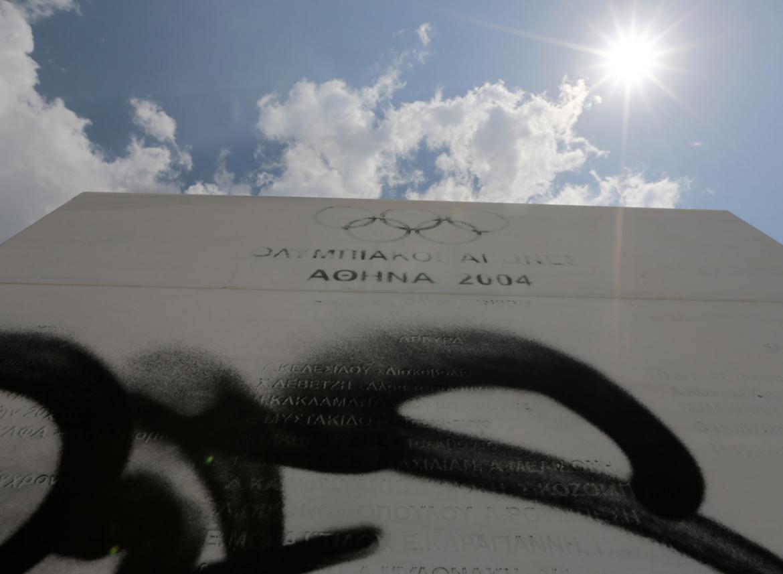 jeux olympiques athenes graff marbre - Berlin, Sarajevo, Athènes : les sites des Jeux Olympiques version urbex