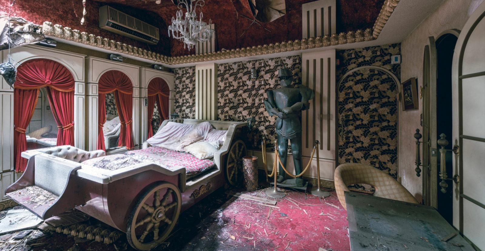 """love hotel urbex bobthissen facebook cover - Urbex : dans l'étrange intimité d'un """"love hotel"""" japonais abandonné"""
