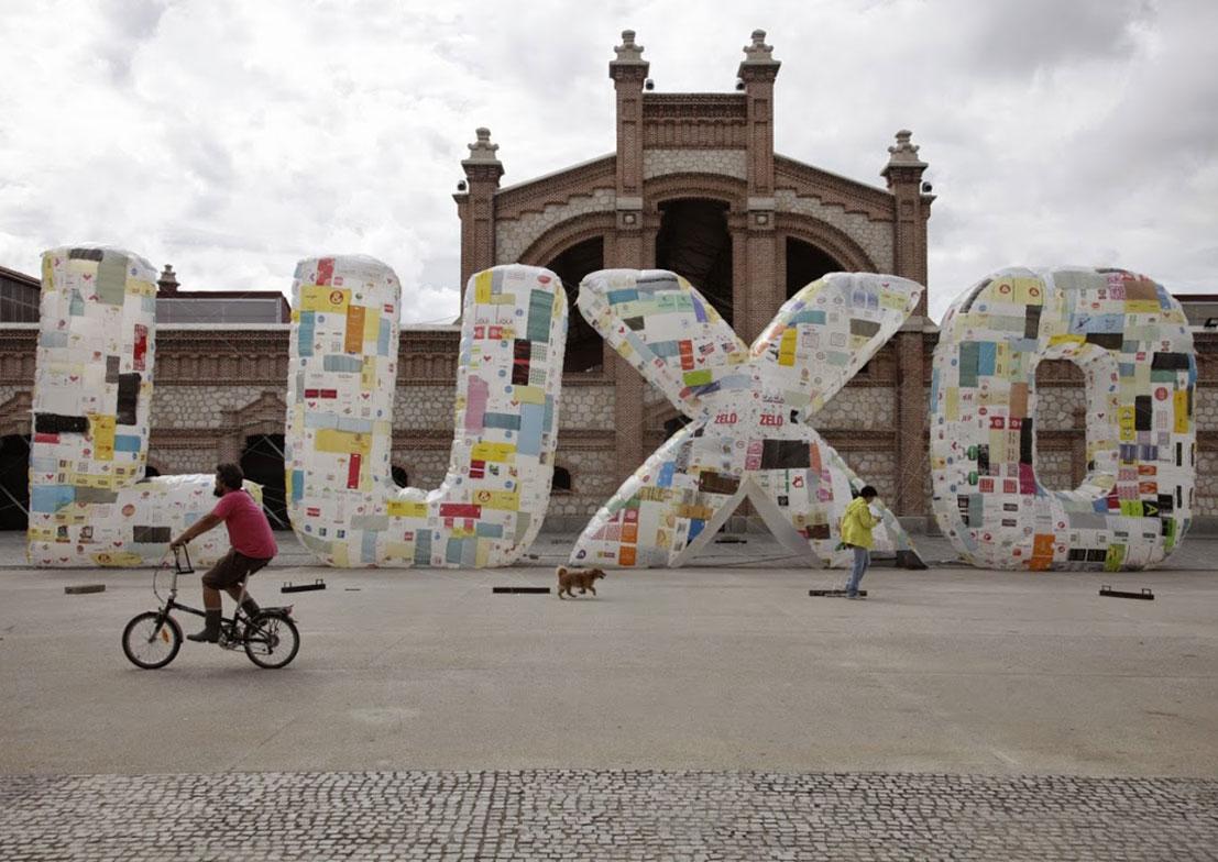 luxo e lixo basurama espagne installation gonflable - Le collectif Basurama fait du recyclage un art véritable