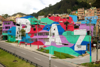 seb toussaint street art bogota paz outsiders krew share the word 400x268 - Le street artiste Seb Toussaint colore les quartiers défavorisés aux quatre coins du monde
