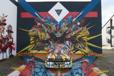 exposition open graf hotel roche sur yon f1 ephemere street art franais exterieur mur voiture SH 400x268 - Un collectif transforme un ancien hôtel F1 en une exposition de street art