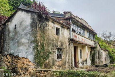maison ruine hk urbex exploration 400x268 - Le collectif HK Urbex immortalise les lieux oubliés de Hong-Kong