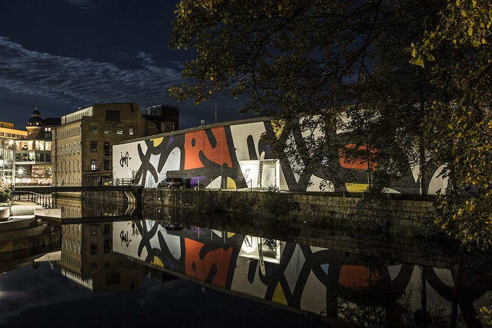 """JMR boras suede street art mur vue nuit fresque abstrait couleurs - La ville suédoise Borås accueille le festival de street art """"No Limit"""""""