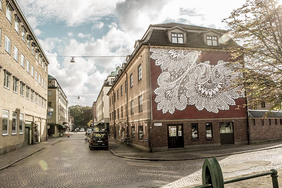 """NeSpoon boras suede street art mur rue dentelle tissage - La ville suédoise Borås accueille le festival de street art """"No Limit"""""""
