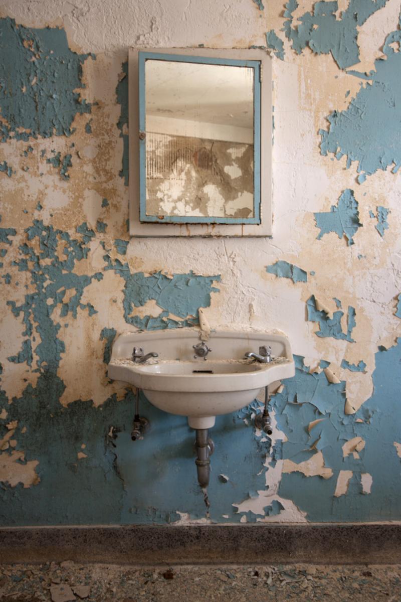"""StevenBley 25mirrors photographie urbex miroir lieux abandonnes 03 - """"25 Mirrors"""" : une série de photos urbex avec le miroir comme seul sujet"""
