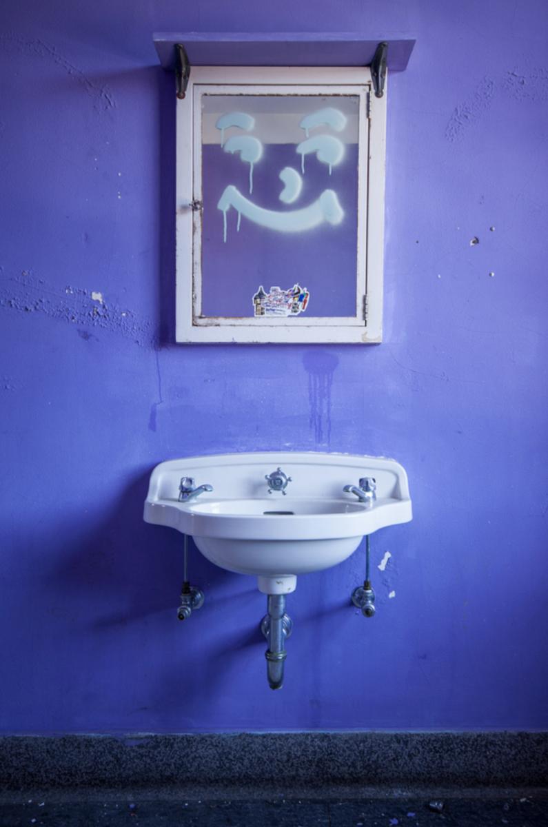 """StevenBley 25mirrors photographie urbex miroir lieux abandonnes 2 png - """"25 Mirrors"""" : une série de photos urbex avec le miroir comme seul sujet"""