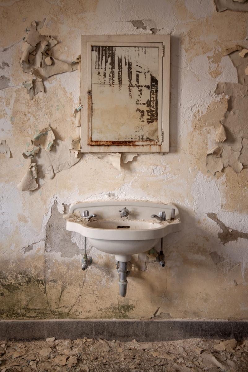 """StevenBley 25mirrors photographie urbex miroir lieux abandonnes 5 png - """"25 Mirrors"""" : une série de photos urbex avec le miroir comme seul sujet"""