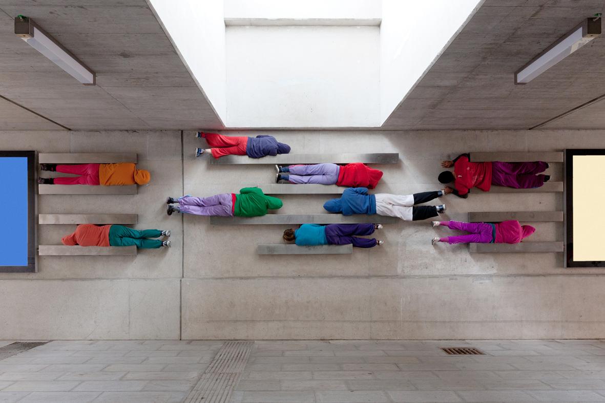 Willi dorner bodies in urban spaces salzburg - Le chorégraphe Willi Dorner imbrique des corps humains dans le paysage urbain