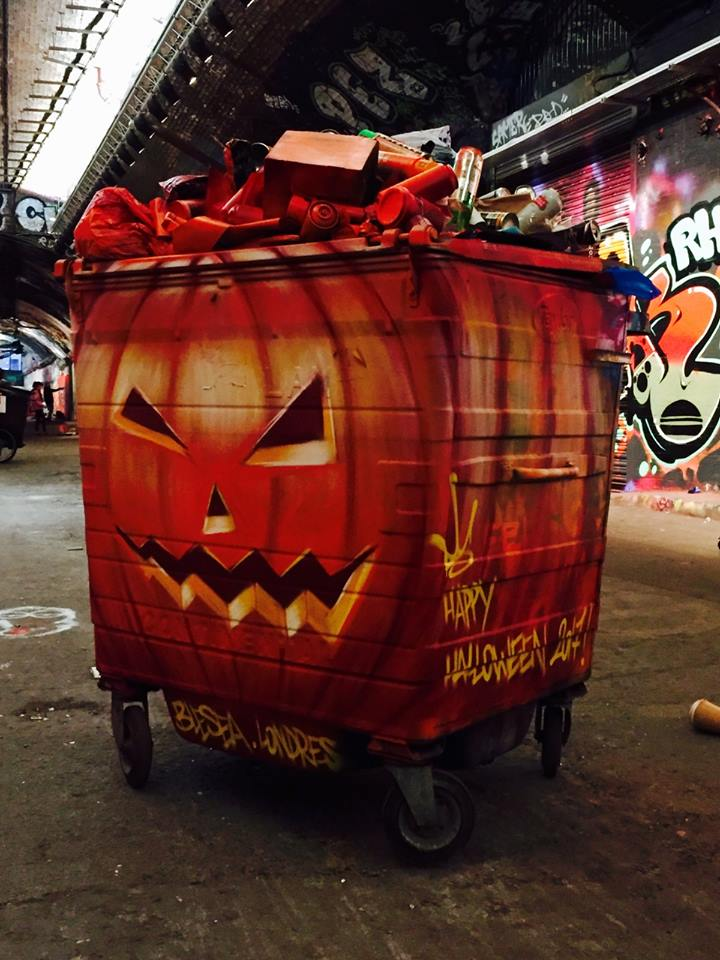 blesea halloween - Les graffitis de Blesea inondent la ville (et les plages) de pop culture