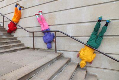 bodies in urban spaces willi dorner escalier 400x268 - Le chorégraphe Willi Dorner imbrique des corps humains dans le paysage urbain