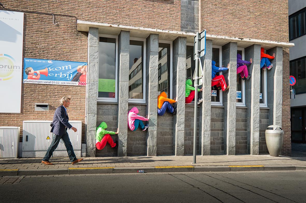 bodies in urban spaces willi dorner immeuble - Le chorégraphe Willi Dorner imbrique des corps humains dans le paysage urbain