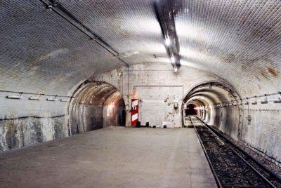 paris metro fantome urbex 400x268 - Urbex : à la découverte de 10 lieux parisiens insolites [1→5]