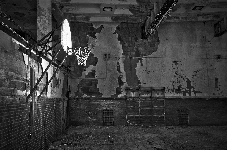 basket gymnase rob hammer - Le rêve américain à travers les paniers de basket immortalisés par Rob Hammer