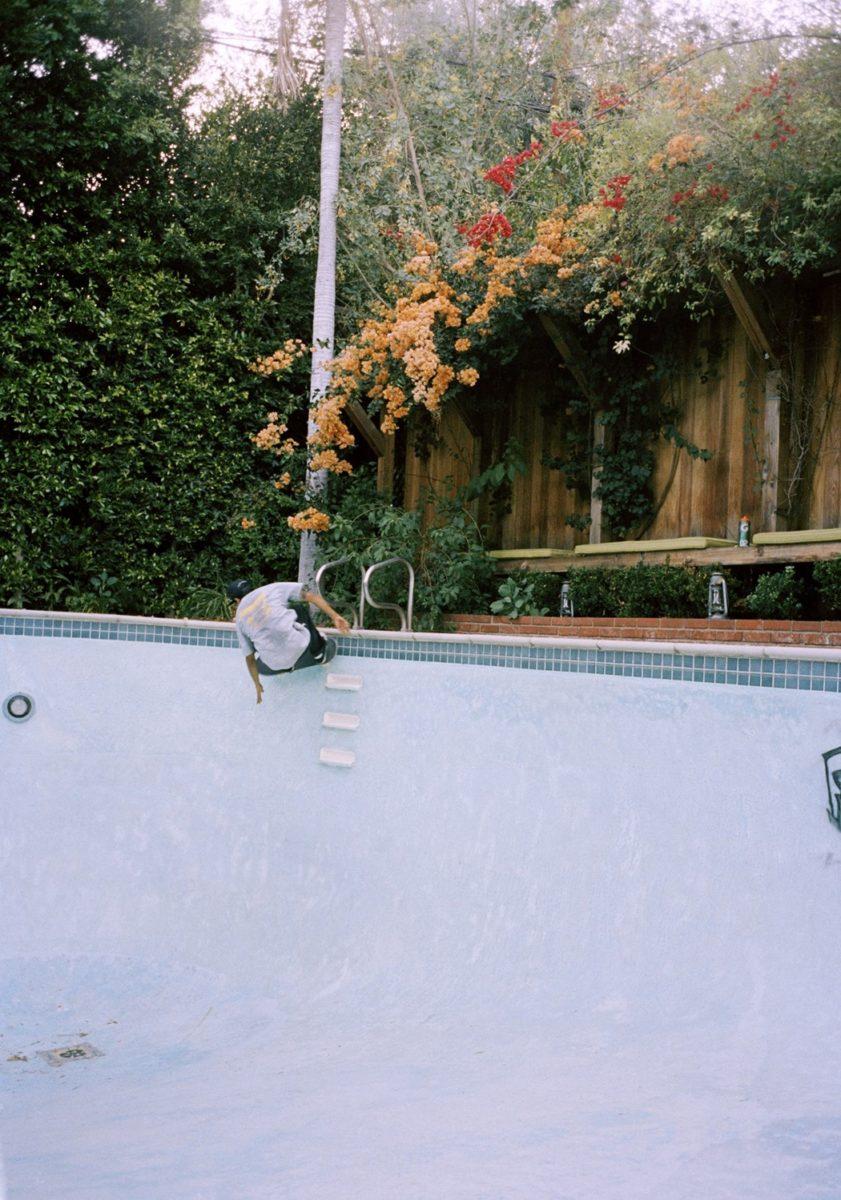 Tino Razo californie piscines urbex skate - Le skateur Tino Razo sillonne la Californie et photographie ses tricks dans des piscines abandonnées