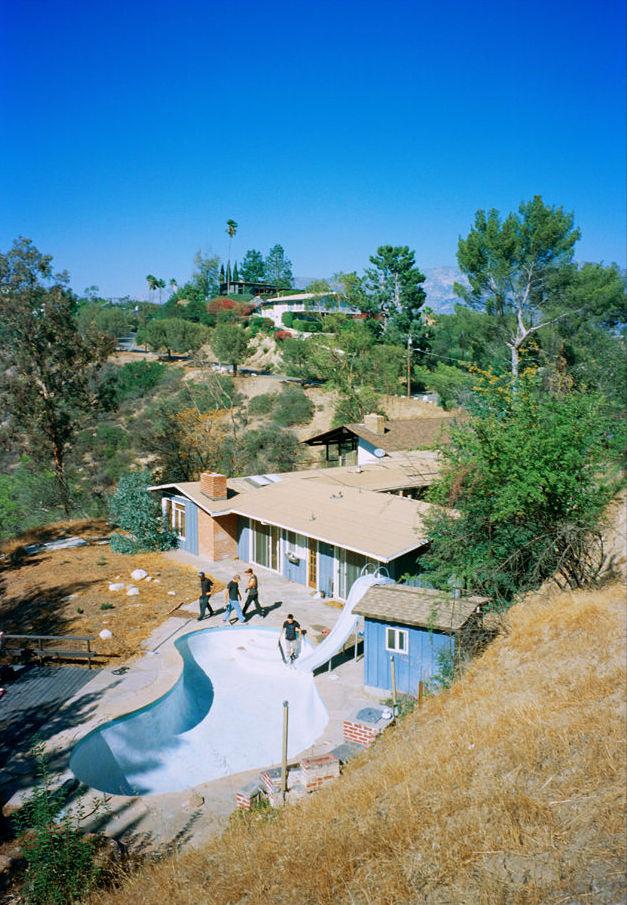 Tino Razo piscines skate urbex - Le skateur Tino Razo sillonne la Californie et photographie ses tricks dans des piscines abandonnées