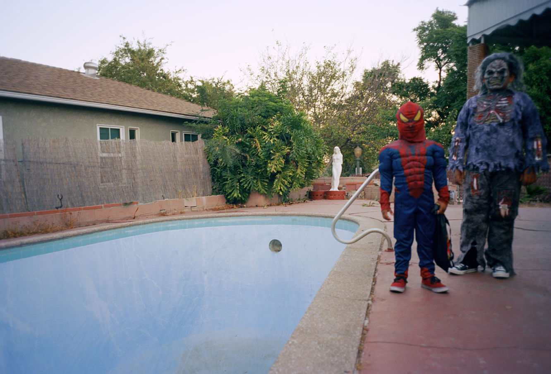 Tino Razo piscines urbex skate - Le skateur Tino Razo sillonne la Californie et photographie ses tricks dans des piscines abandonnées