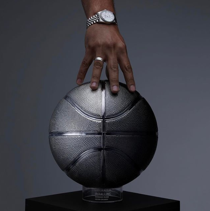 Victor Solomon Exposition art basketball luxe16 - Literally Balling : le sculpteur Victor Solomon transforme le basket en objet d'art