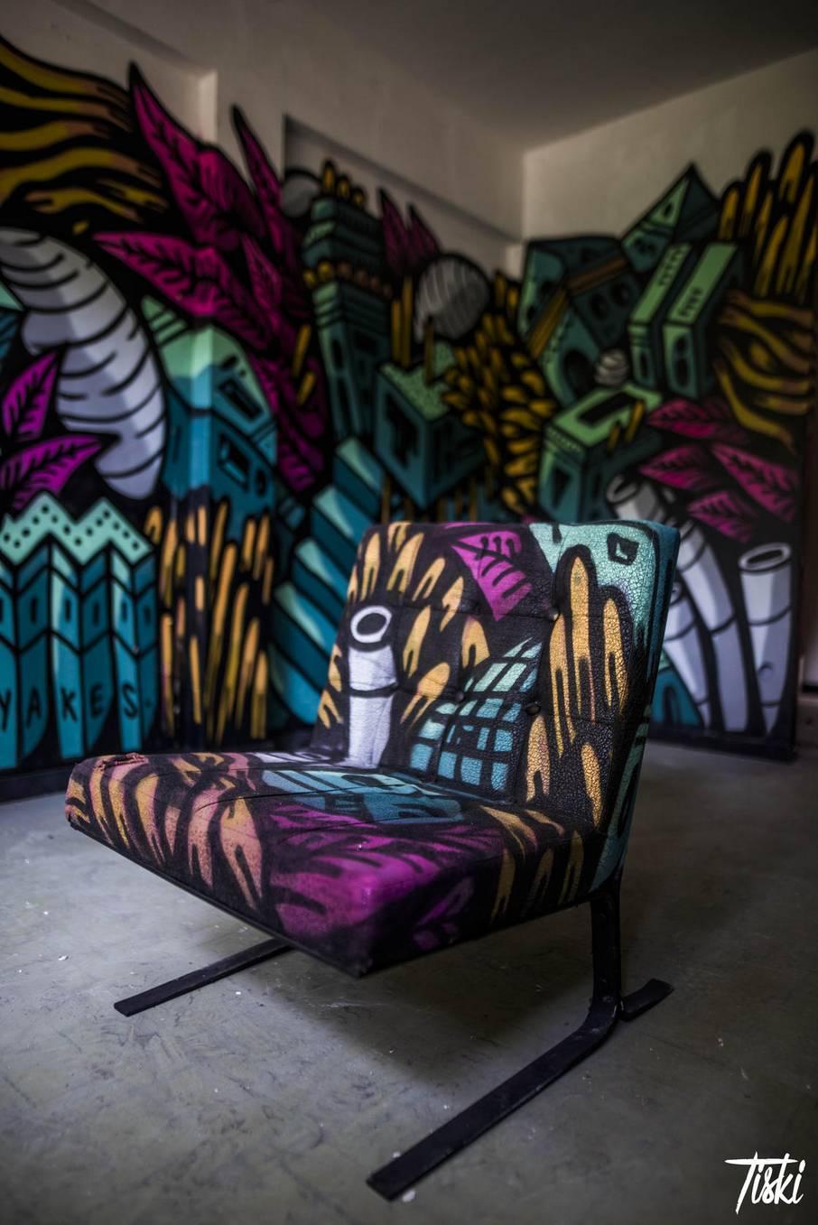 label valette festival streetart yakes fauteuil - LaBel Valette Fest : l'art et les cultures urbaines font revivre un château abandonné